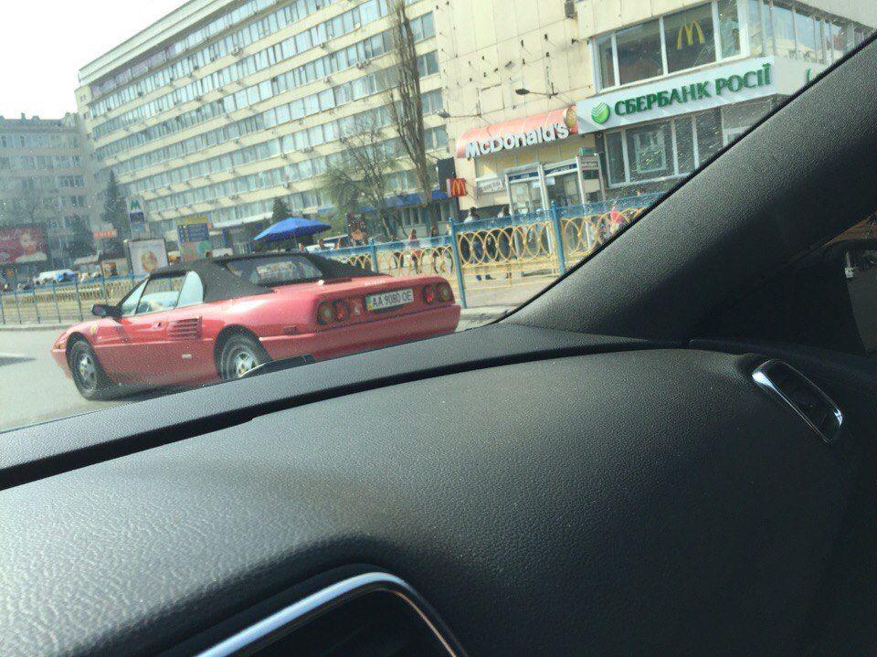 На дорогах Украины замечен уникальный Ferrari Mondial Cabriolet 1