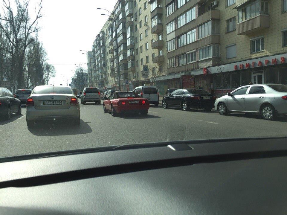 На дорогах Украины замечен уникальный Ferrari Mondial Cabriolet 2