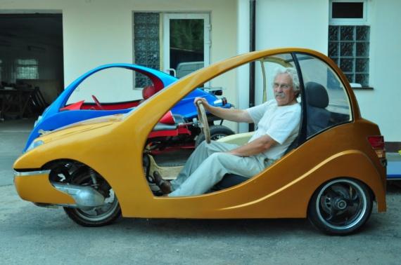 Украинский пенсионер собственноручно создает электромобили 1