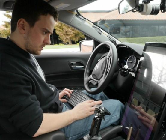 Разрабатывать беспилотные автомобили будет хакер, взломавший iPhone 1