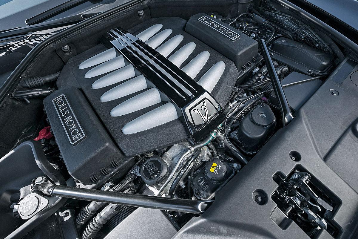 «685 лошадей под капотом»: тест-драйв Rolls-Royce Ghost 5