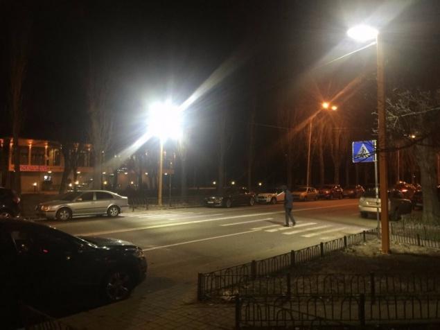 В Украине построили первый пешеходный переход с LED подсветкой 1