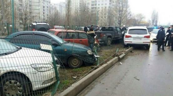 Пьяная водитель Audi разбила шесть припаркованных авто 1