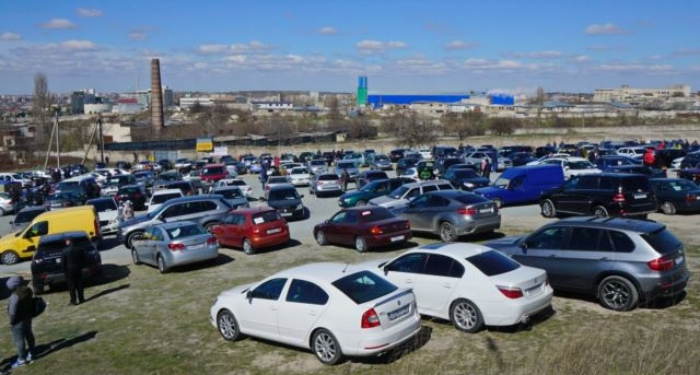 Крымчане массово перегоняют свои авто на материковую часть Украины 1