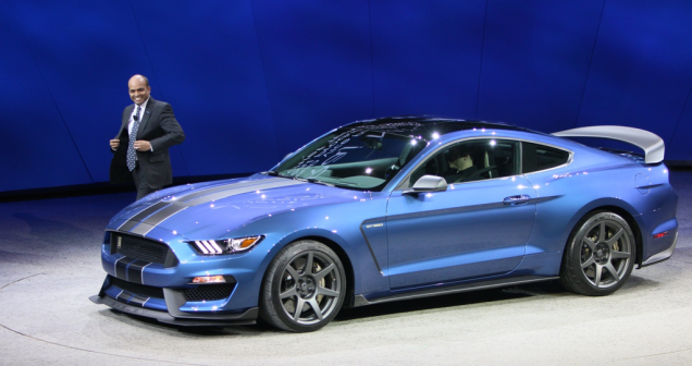 Ford Shelby GT350R Mustang стал «Спортивным автомобилем года» 1