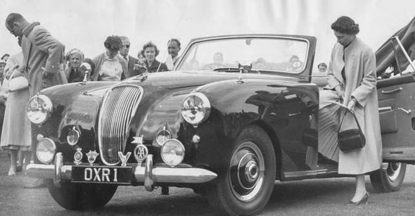 На аукционе выставят модифицированную версию Астон Мартин Lagonda 2