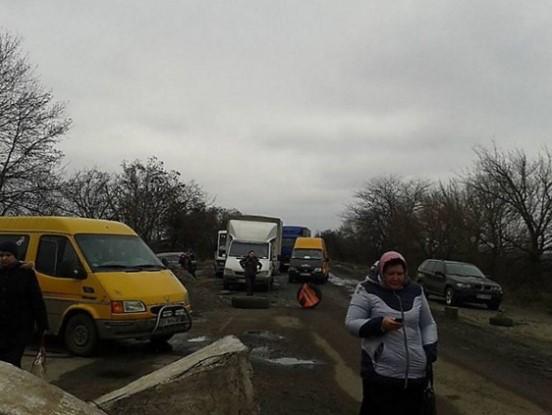 Автовладельцы блокируют трассы, требуя ремонта дорог 1