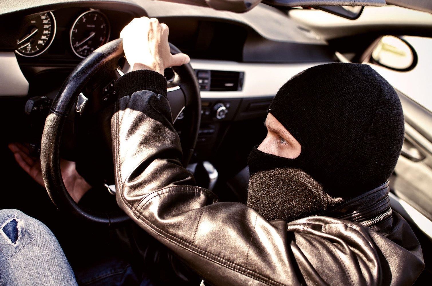 Теперь злоумышленники угоняют автомобили с помощью радио 1