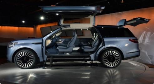 Lincoln представил внедорожник, оборудованный гардеробом 1