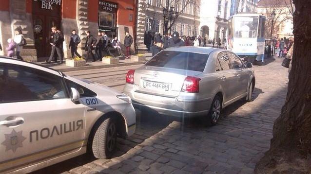 Полиция оштрафовала служебное авто мэра Львова за нарушение ПДД 1