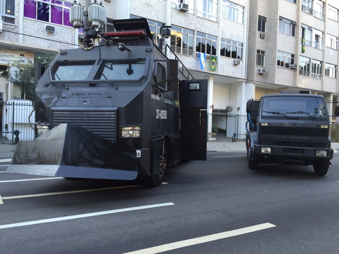 Автомобили-монстры: на чем бразильская полиция патрулирует Рио 1