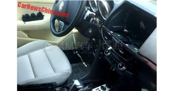 На китайских дорогах замечен новый седан Hongqi H5 3