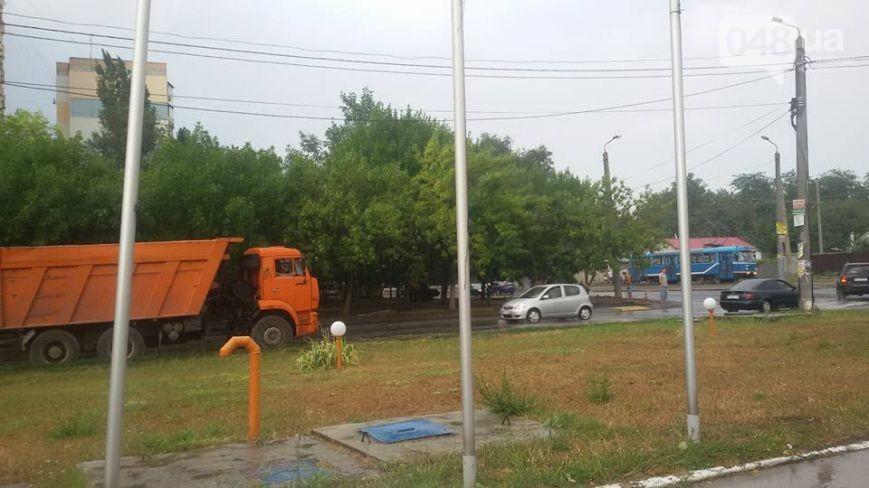 Дорожные службы продолжают «баловаться» ремонтом дорог в дождливую погоду 2