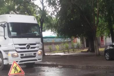 Дорожные службы продолжают «баловаться» ремонтом дорог в дождливую погоду 1