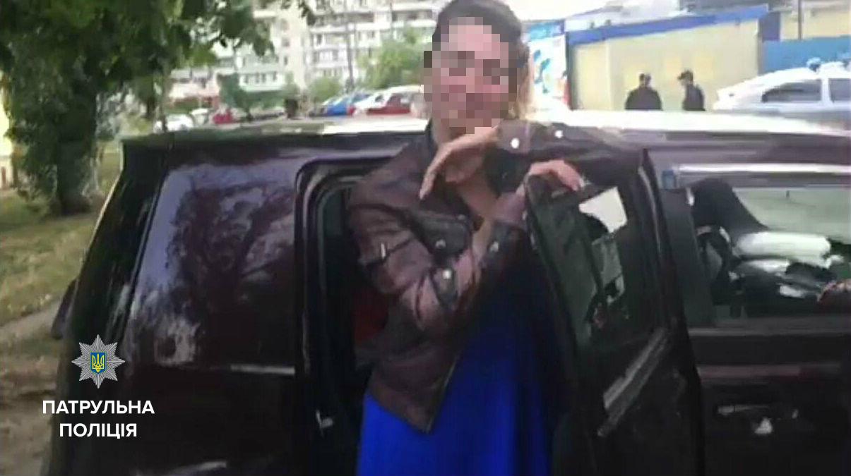 Полицейская, которая села за руль в нетрезвом виде, отстранена от службы 1