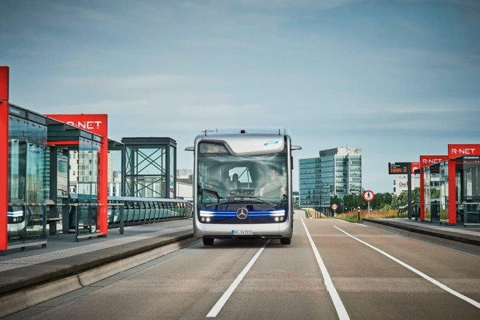 Mercedes-Benz тестирует футуристический автобус 3