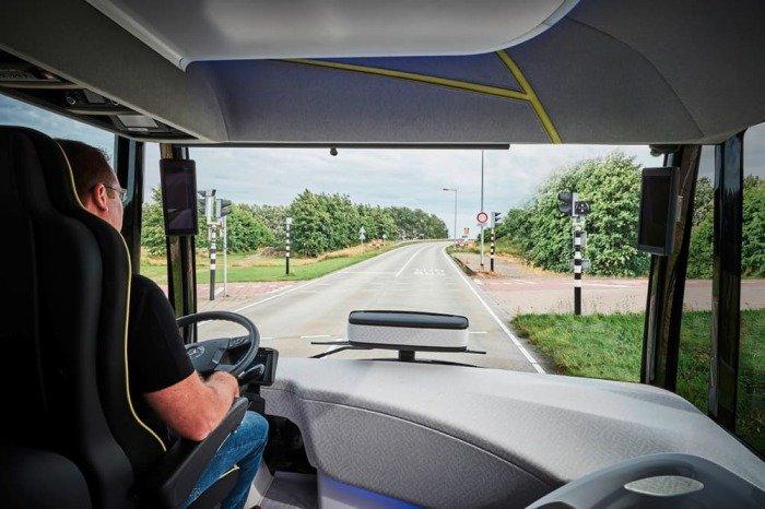 Mercedes-Benz тестирует футуристический автобус 5