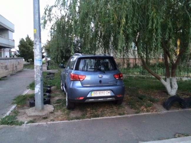 Сеть возмущена хамством очередного «героя парковки» 1
