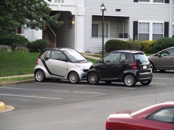 «Романтичная» парковка двух автомобилей Smart 1