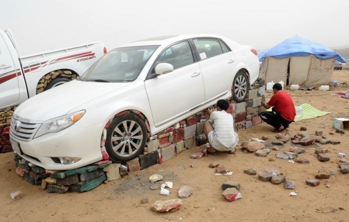 Как жители Саудовской Аравии создают монументы из автомобилей 2