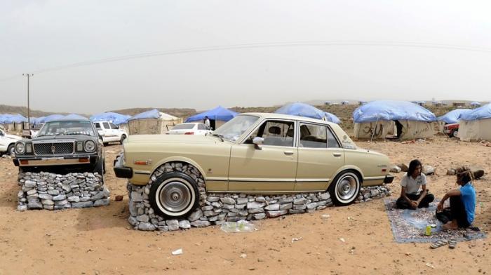 Как жители Саудовской Аравии создают монументы из автомобилей 3