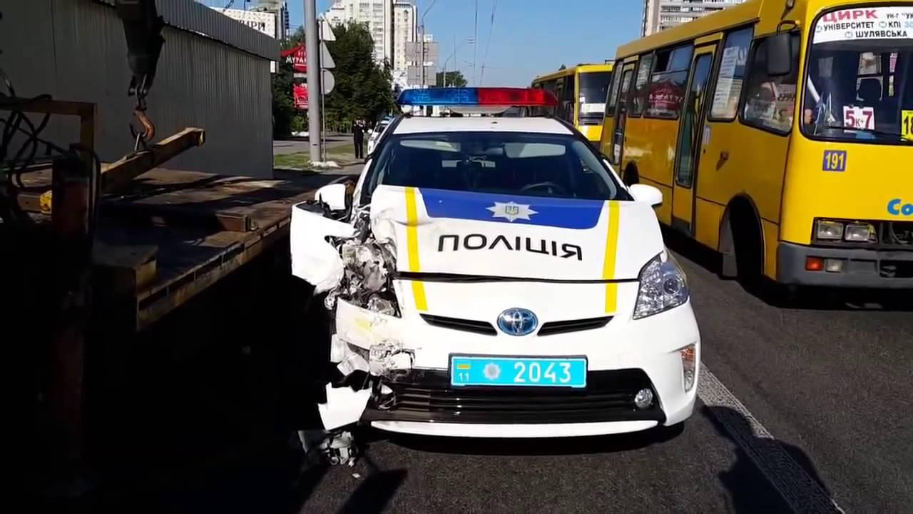 Патрульных полицейских начали обучать вождению 3