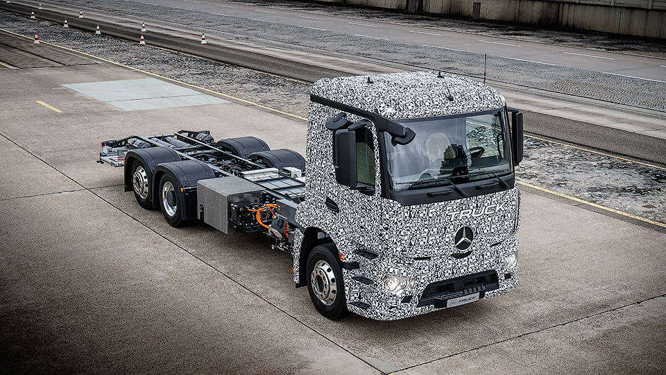 Mercedes-Benz тестирует электрический тягач 1
