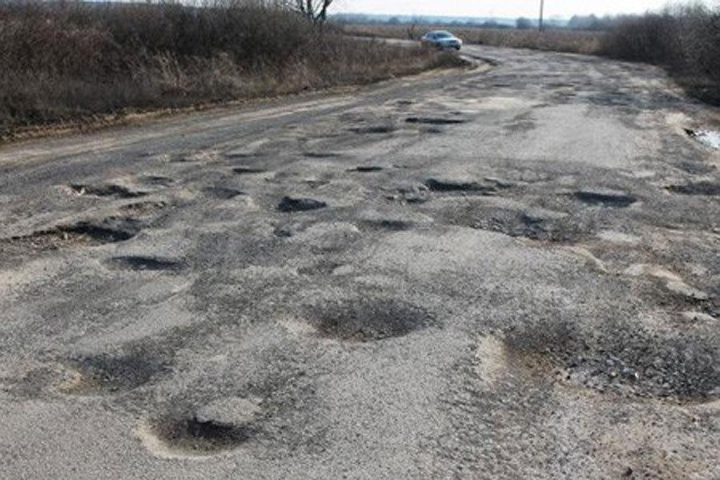 В Украине дороги начали официально признавать катастрофой техногенного характера 3