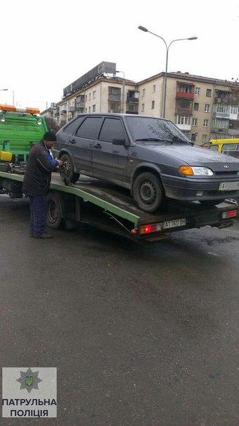 В Украине продолжают эвакуировать неправильно припаркованные авто 2