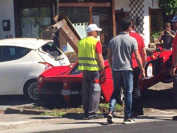 В Италии столкнулись два Ferrari LaFerrari 2