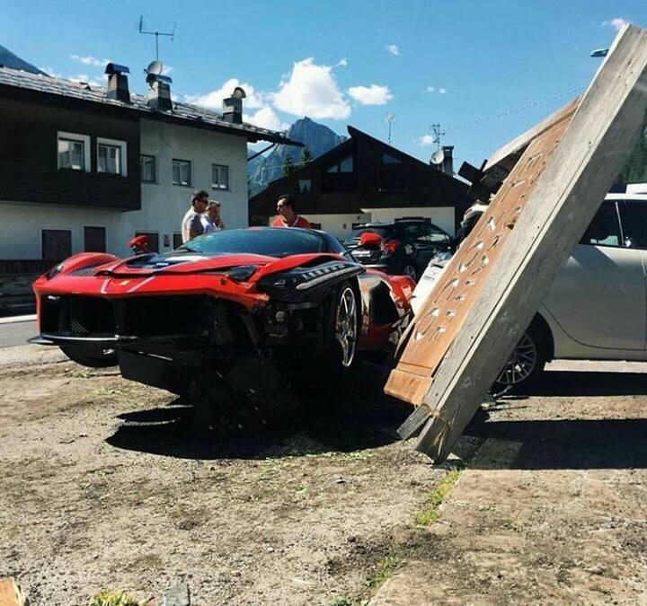 В Италии столкнулись два Ferrari LaFerrari 3