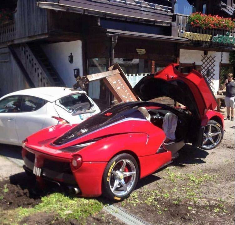 В Италии столкнулись два Ferrari LaFerrari 4