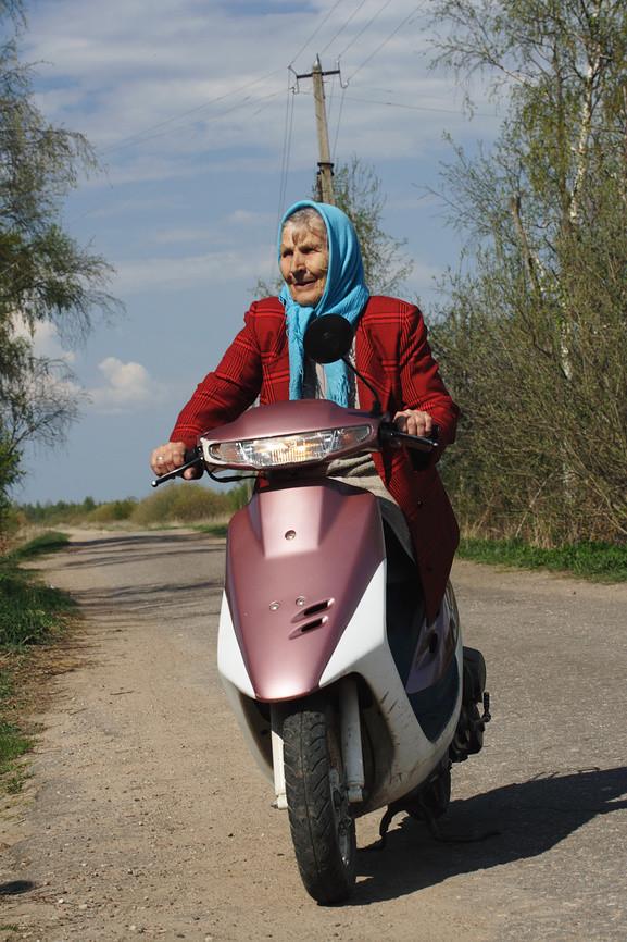 Российских пенсионеров хотят пересадить на скутеры 1