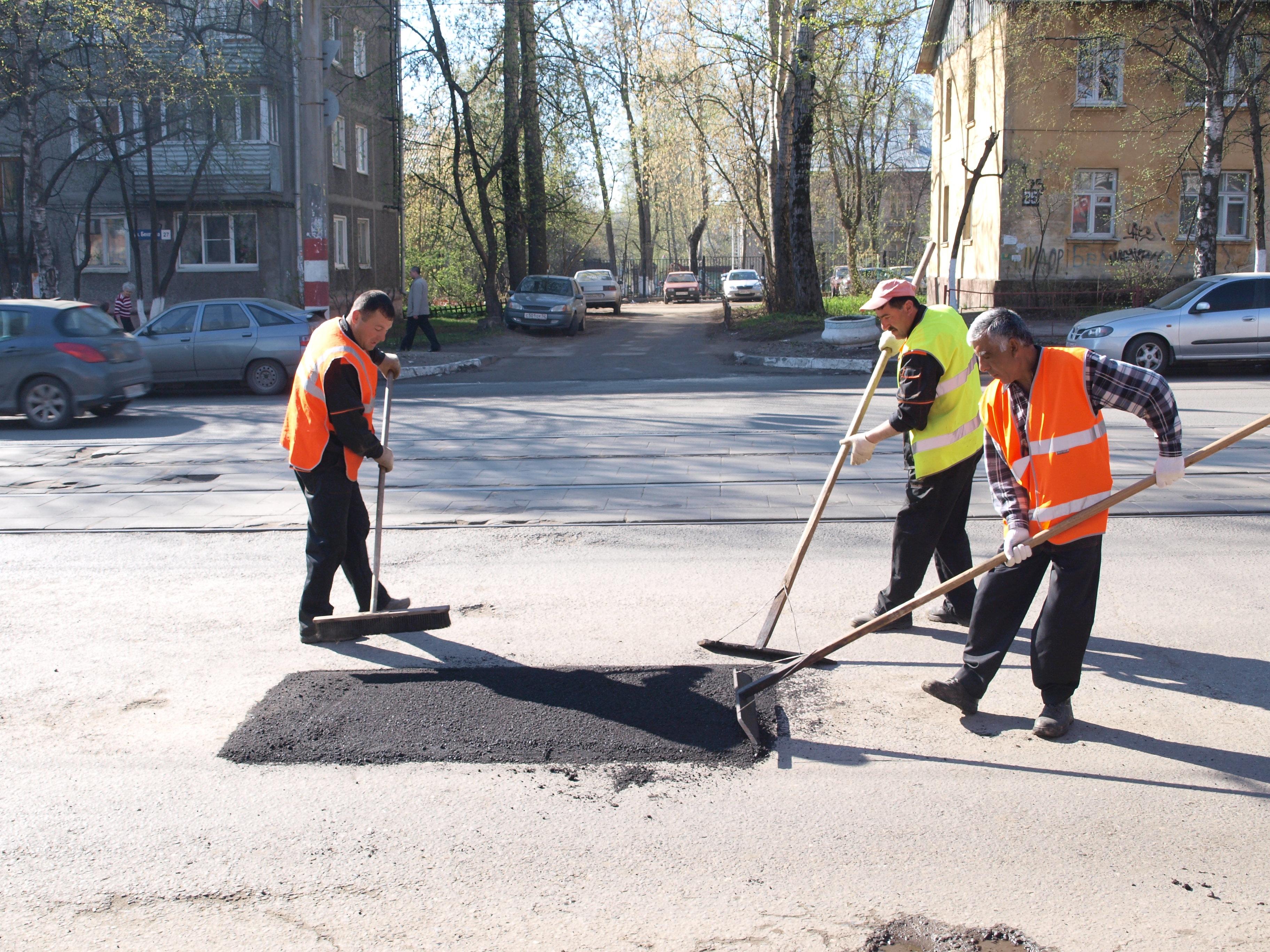 В Украине ликвидировано 96 процентов ям на дорогах 2