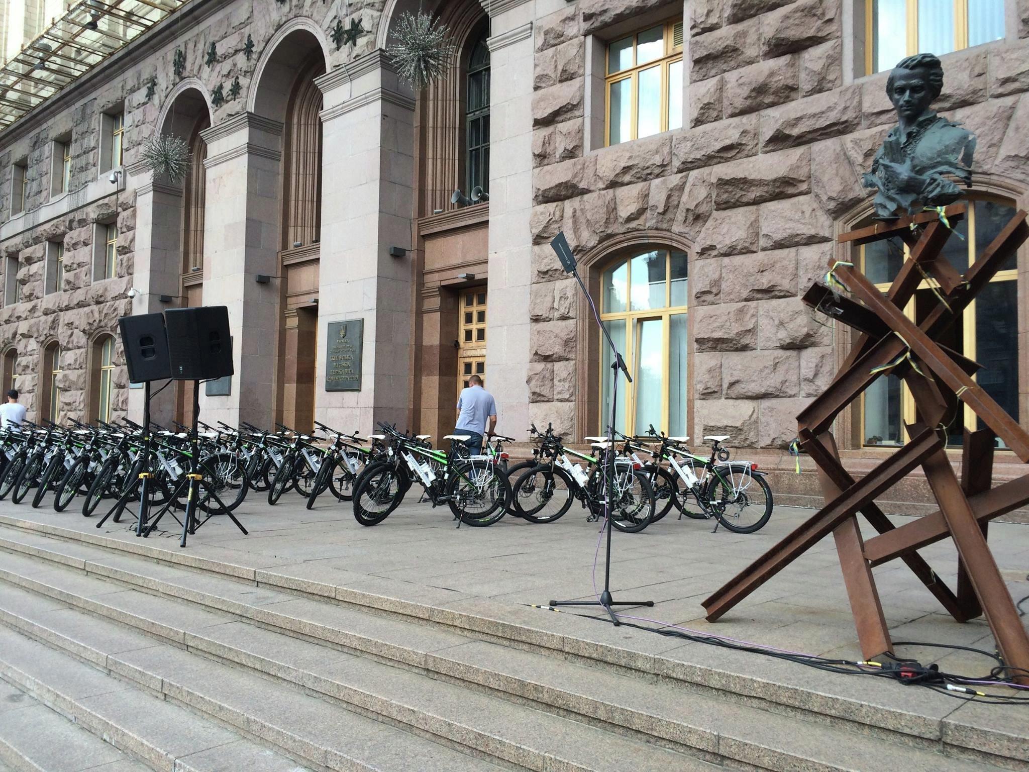 Столичных полицейских пересадили с Приусов на велосипеды 1