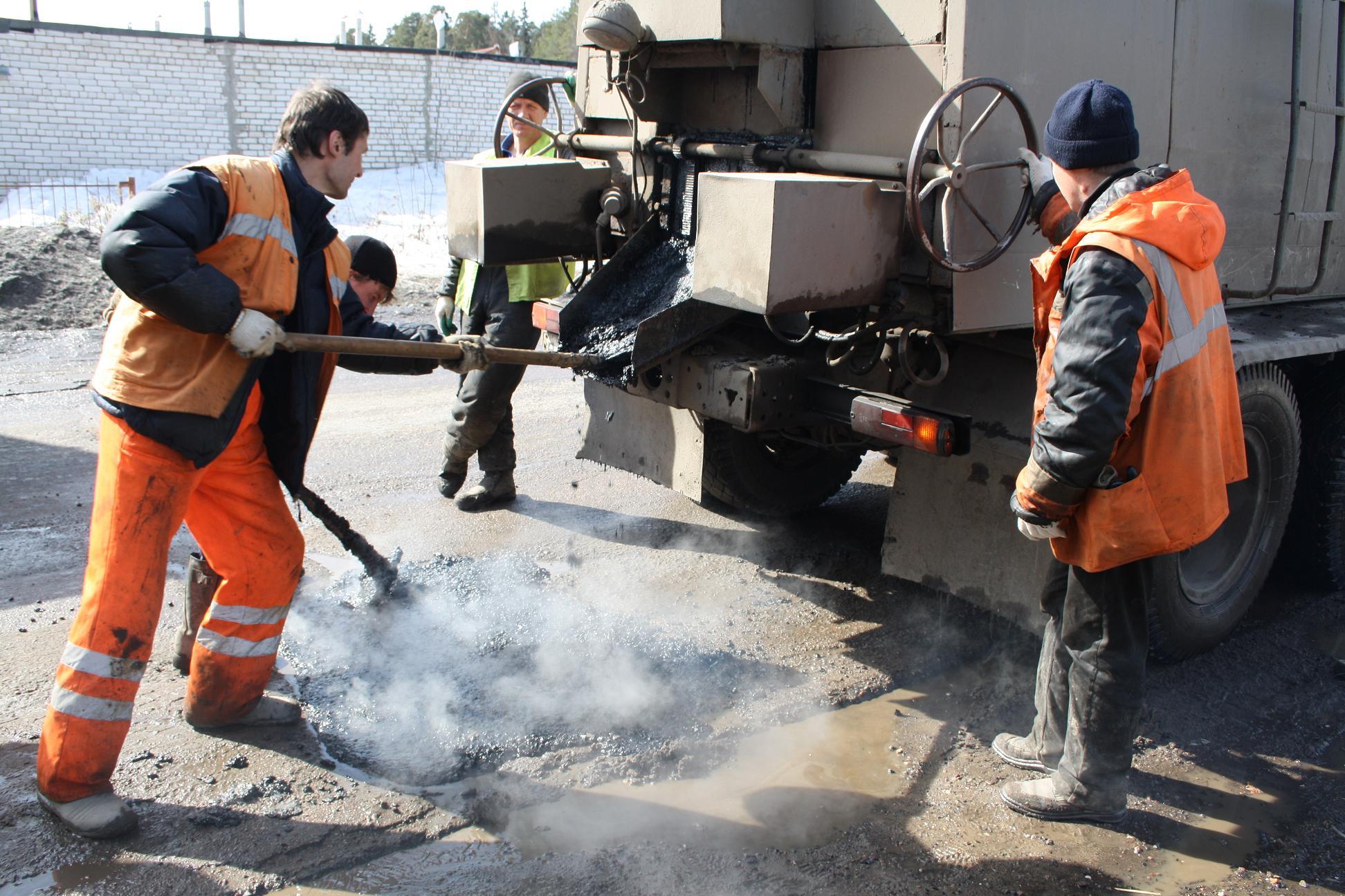 В Украине ликвидировано 96 процентов ям на дорогах 1