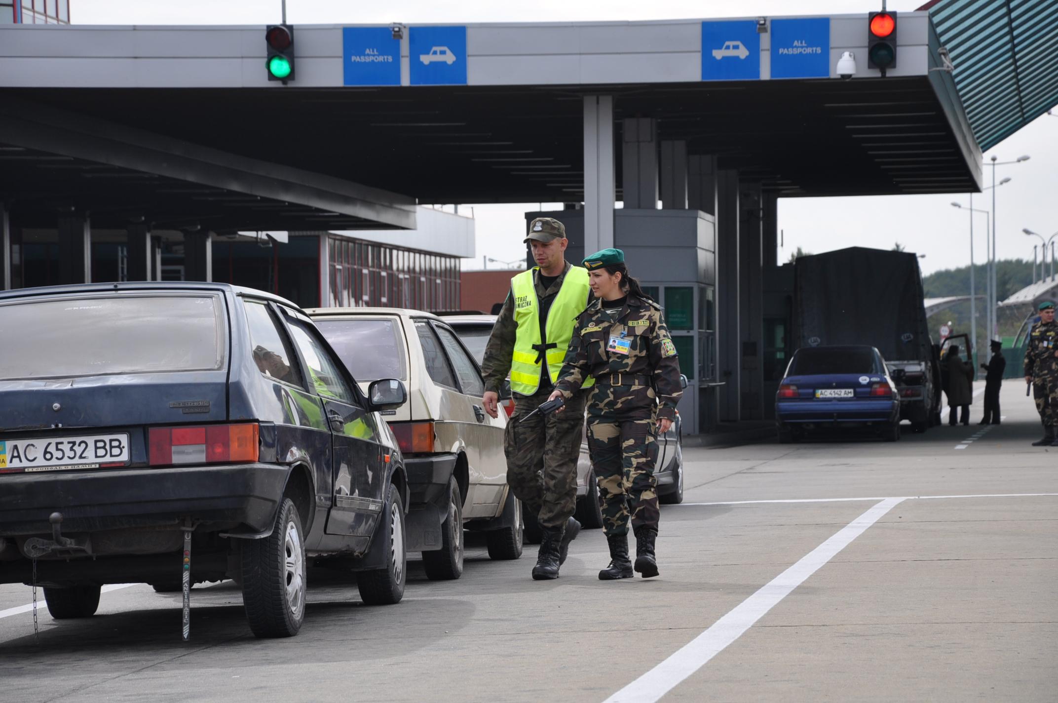 На украинско-польской границе огромные очереди 2