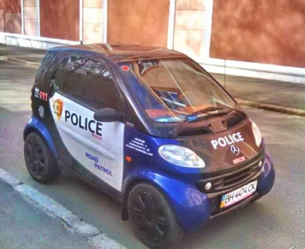В Украине замечен самый маленький полицейский автомобиль 1