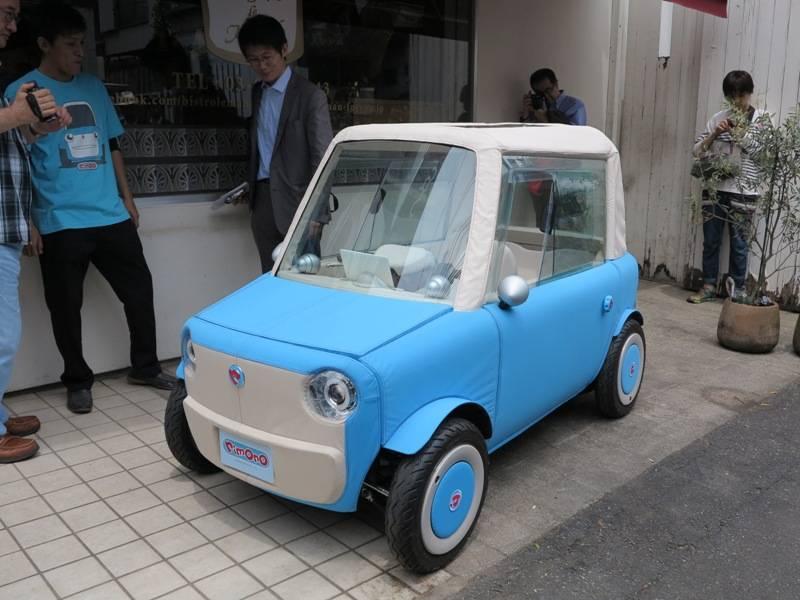 Японцы презентовали новый электромобиль, массой всего 200 кг 1