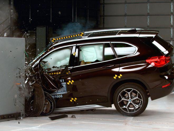 Новый BMW X1 получил высшую оценку IIHS 1