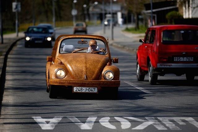 Переделанный автомобиль прославил пенсионера из Боснии на весь мир 2