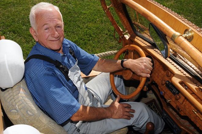 Переделанный автомобиль прославил пенсионера из Боснии на весь мир 1