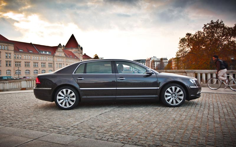 VW сделает электромобиль из седана Phaeton 1