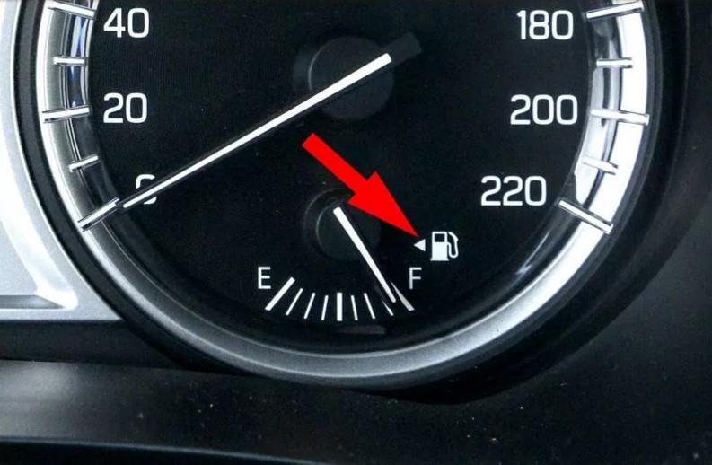 «Загадочные» кнопки в автомобиле: для чего они нужны 8