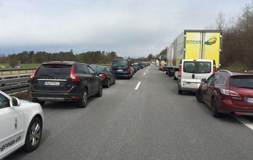 Как в Германии водители уступают дорогу автомобилям экстренных служб 1