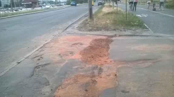Ноу-хау по-украински: в столице дороги «латают» разбитыми кирпичами 1