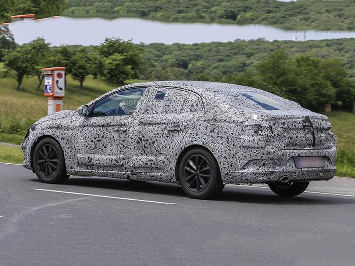 Renault готовит новый седан Megane 2