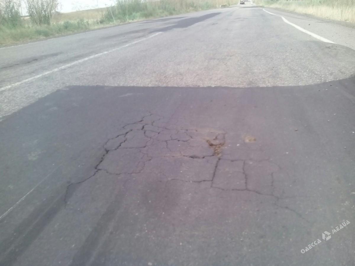 Ремонт дорог по-украински: свежий асфальт «продержался» три дня 3