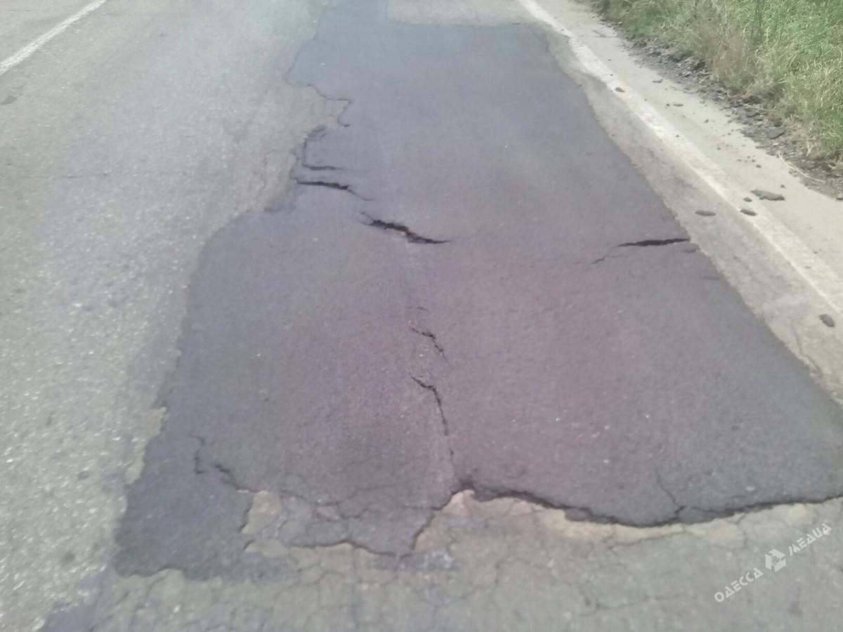Ремонт дорог по-украински: свежий асфальт «продержался» три дня 5