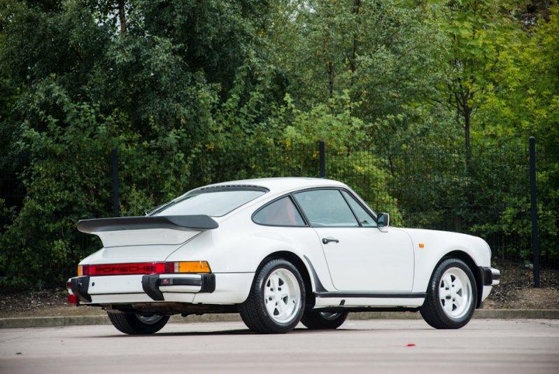 На аукционе продан Porsche 1986 г. в. с пробегом всего 743 км 1